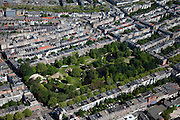 Nederland, Amsterdam, Oud-Zuid, 12-05-2009; Overzicht woonwijk De Pijp in stadsdeel Oud-Zuid, met in het midden het Sarpahtiepark..Swart collectie, luchtfoto (toeslag); Swart Collection, aerial photo (additional fee required).foto Siebe Swart / photo Siebe Swart