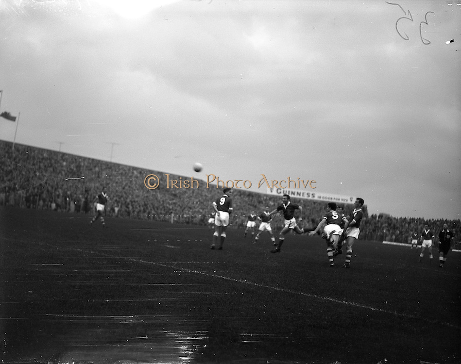 28/09/1960<br /> 09/28/1960<br /> 28 September 1960<br /> Soccer International: Ireland v Wales at Dalymount Park, Dublin. Wales won the game 3-2. Cliff Jones (Wales) rounds the Irish defenders, Charlie Hurley and Phil Kelly to head home his sides 1st goal.