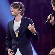 NLD/Amsterdam/20100415 - Uitreiking 3FM Awards 2010, Mark Tuitert speelt luchtgitaar