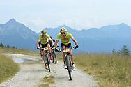 TRANS ALP MOUNTAIN BIKE PASSAGGIO AL PASSO 5 CROCI VALSUGANA 24-07-2015 © foto Daniele Mosna