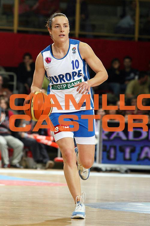 DESCRIZIONE : Pecs Euroleague Women All Star Game 2006<br /> GIOCATORE : Aguilar<br /> SQUADRA : Europa Europe<br /> EVENTO : Euroleague Women All Star Game 2006<br /> GARA : Europa Resto del Mondo Europe Rest of the World<br /> DATA : 08/03/2006<br /> CATEGORIA : Palleggio<br /> SPORT : Pallacanestro<br /> AUTORE : Agenzia Ciamillo&amp;Castoria/E.Castoria
