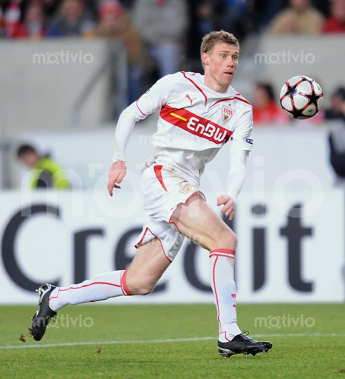 FUSSBALL  International  Champions League  SAISON 2009/2010   09.12.2009 VfB Stuttgart - FC Unirea Urziceni Pavel Progrebnyak (VfB) am Ball