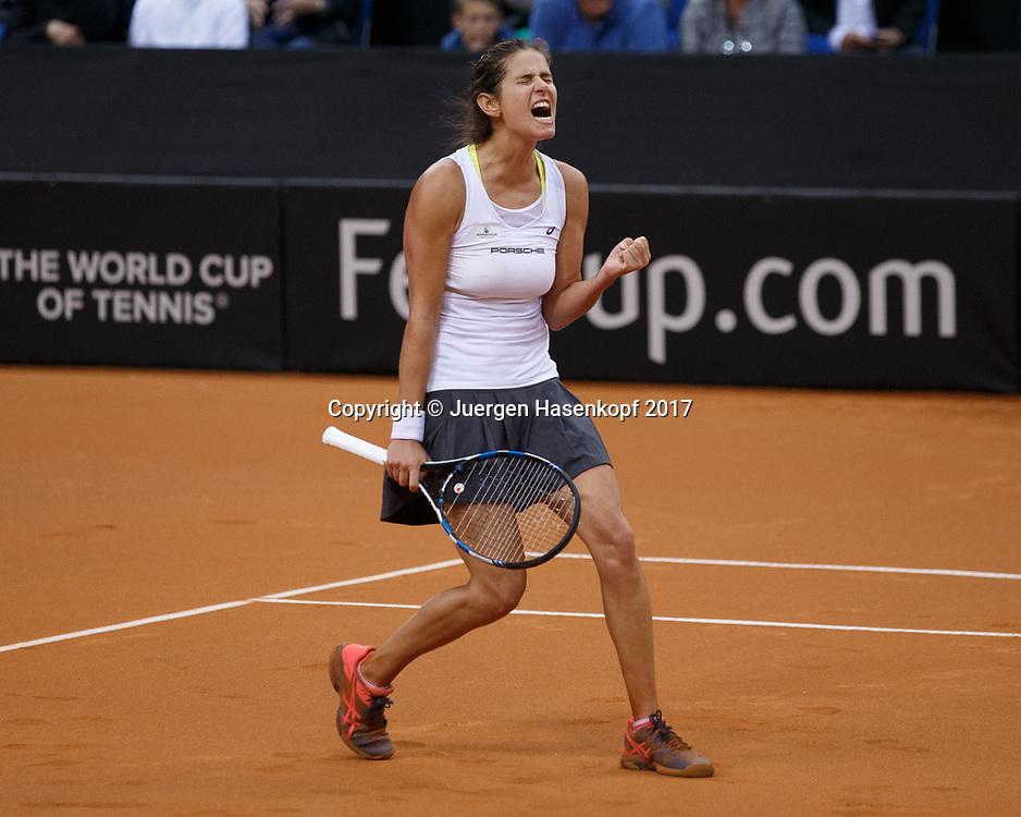 GER-UKR, Deutschland - Ukraine, <br /> Porsche Arena, Stuttgart, internationales ITF  Damen Tennis Turnier, Mannschafts Wettbewerb,<br /> JULIA GOERGES (GER) jubelt nach ihrem Sieg, Jubel, Emotion,