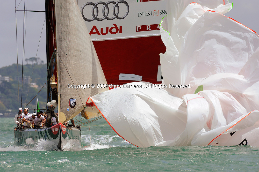 Luna Rossa douse the spinnaker at the bottom mark in their Round Robin One match against Alinghi on day two of the Louis Vuitton Pacific Series. 31/1/2009