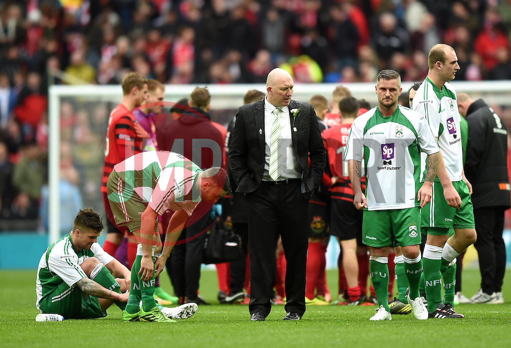 North Ferriby Manager, Billy Heath pauses with players ahead of penalty shot-out in the FA Trophy Final at Wembley Stadium - Photo mandatory by-line: Paul Knight/JMP - Mobile: 07966 386802 - 29/03/2015 - SPORT - Football - London - Wembley Stadium - North Ferriby United v Wrexham - FA Trophy