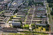 Nederland, Zuid-Holland, Rotterdam, 15-07-2012; Pendrecht (deelgemeente Charlois, Rotterdam-Zuid). Metrostation Slinge, rechts Oldegarde. Links de winkelstraat Slinge. Nieuwbouwwijk uit de jaren vijftig van de vorige eeuw, wederopbouw periode. Stedenbouwkundig ontwerp van Lotte Stam-Beese, kenmerkend zijn de ruime opzet en  veel groen. Ontworpen als wijk met verschillende woningtypen (en verschillende bewoners) en voorzien van alle voorzieningen..Pendrecht (part of Charlois, Rotterdam-South). New neighborhood (fifties of the last century), post-war reconstruction period. Urban design of Lotte Stam-Beese, characterized by spacious layout and lots of green. Designed as residential district with different housing types...luchtfoto (toeslag), aerial photo (additional fee required).foto/photo Siebe Swart