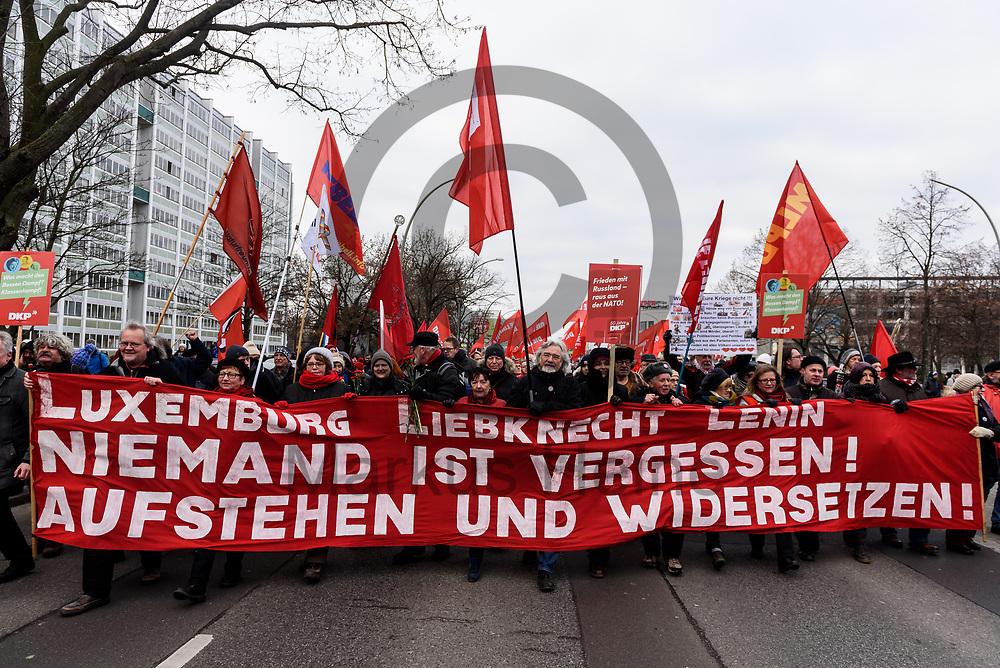 Deutschland, Berlin - 14.01.2018<br /> <br /> Demonstranten w&auml;hrende der Gedenkdemonstration. Mehrere Tausend Menschen erinnerten an Rosa Luxemburg und Karl Liebknecht, die im Januar 1919 w&auml;hrend des Spartakusaufstandes von Freikorpssoldaten in Berlin erschossen wurden.<br /> <br /> Germany, Berlin - 14.01.2018<br /> <br /> Protesters during the memorial demonstration. Several thousand people recalled Rosa Luxemburg and Karl Liebknecht, who were shot dead by Freikorp soldiers in Berlin in January 1919 during the Spartacan uprising.<br /> <br />  Foto: Markus Heine<br /> <br /> ------------------------------<br /> <br /> Ver&ouml;ffentlichung nur mit Fotografennennung, sowie gegen Honorar und Belegexemplar.<br /> <br /> Bankverbindung:<br /> IBAN: DE65660908000004437497<br /> BIC CODE: GENODE61BBB<br /> Badische Beamten Bank Karlsruhe<br /> <br /> USt-IdNr: DE291853306<br /> <br /> Please note:<br /> All rights reserved! Don't publish without copyright!<br /> <br /> Stand: 01.2018<br /> <br /> ------------------------------
