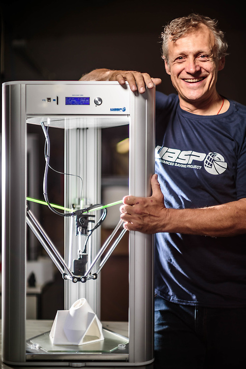 """08 JUN 2016 - Massa Lombarda (RA) - """"CSP"""", WASProject, stampanti 3D: Massimo Moretti, con una stampante 3D."""