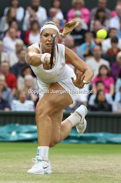 Wimbledon Championships 2012 AELTC,London,.ITF Grand Slam Tennis Tournament,.Sabine Lisicki (GER Aktion,Einzelbild,.Ganzkoerper,Hochformat,