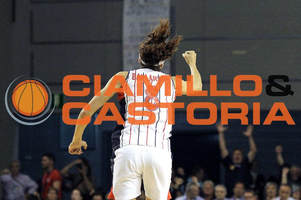 DESCRIZIONE : Schio LBF Playoff Finale Gara 3 Cras Basket Taranto Famila Wuber Schio<br /> GIOCATORE : Simone Ballardini<br /> CATEGORIA : esultanza coppa<br /> SQUADRA : Cras Basket Taranto<br /> EVENTO : Campionato Lega Basket Femminile A1 2011-2012<br /> GARA : Cras Basket Taranto Famila Wuber Schio<br /> DATA : 08/05/2012<br /> SPORT : Pallacanestro <br /> AUTORE : Agenzia Ciamillo-Castoria/C.De Massis<br /> Galleria : Lega Basket Femminile 2011-2012<br /> Fotonotizia : Schio LBF Playoff Finale Gara 3 Cras Basket Taranto Famila Wuber Schio<br /> Predefinita :