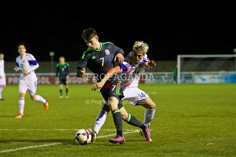 BANGOR, WALES - Tuesday, November 15, 2016: Wales' Ben Woodburn in action against Luxembourg during the UEFA European Under-19 Championship Qualifying Round Group 6 match at the Nantporth Stadium. (Pic by David Rawcliffe/Propaganda)
