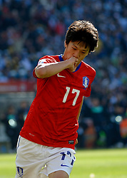 17.06.2010, Soccer City Stadium, Johannesburg, RSA, FIFA WM 2010, Argentinien vs Südkorea im Bild LEE Chung Yong of South Korea feiert sein Tor zum 2 zu 1, EXPA Pictures © 2010, PhotoCredit: EXPA/ IPS/ Mark Atkins / SPORTIDA PHOTO AGENCY