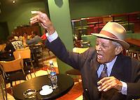 """Francisco Repilado, conocido como """"Compay Segundo"""", ensaya en el club """"Cocodrilo"""", en la Habana, las canciones de su nuevo album """"Las flores de la vida"""", 23 de Enero del 2002, la Habana, Cuba. Compay Segundo resulto nominado al Grammy del Mejor Albun Tradicional Latino. La Orquesta Aragon y Ruben Gonzales, pianista del Buenavista Social Club, cubanos tambien, completan la lista de 3 de los 5 albumes nominados de esta categoria. (Photo/Cristobal Herrera)"""