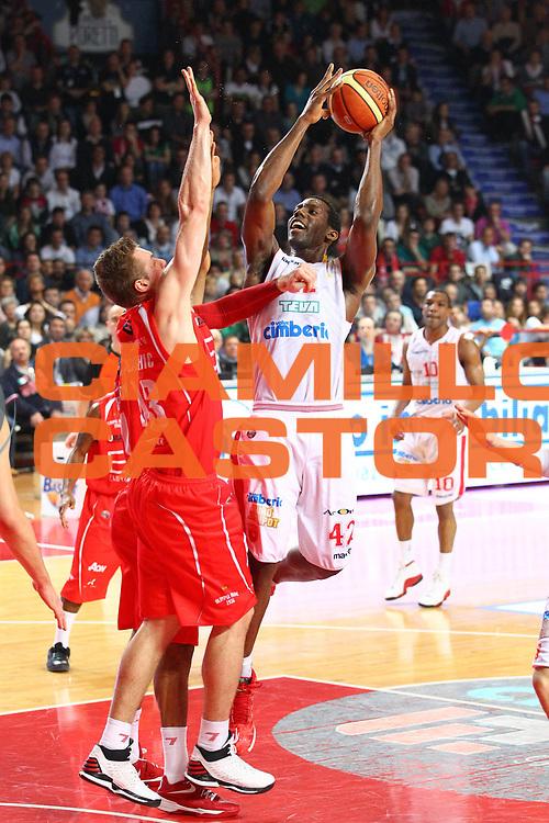 DESCRIZIONE : Varese Lega A 2012-13 Cimberio Varese Ea7 Emporio Armani Milano<br /> GIOCATORE : Bryant Dunston<br /> CATEGORIA : Tiro<br /> SQUADRA : Cimberio Varese<br /> EVENTO : Campionato Lega A 2012-2013<br /> GARA : Cimberio Varese Ea7 Emporio Armani Milano<br /> DATA : 14/04/2013<br /> SPORT : Pallacanestro <br /> AUTORE : Agenzia Ciamillo-Castoria/G.Cottini<br /> Galleria : Lega Basket A 2012-2013  <br /> Fotonotizia : Varese Lega A 2012-13 Cimberio Varese Ea7 Emporio Armani Milano<br /> Predefinita :