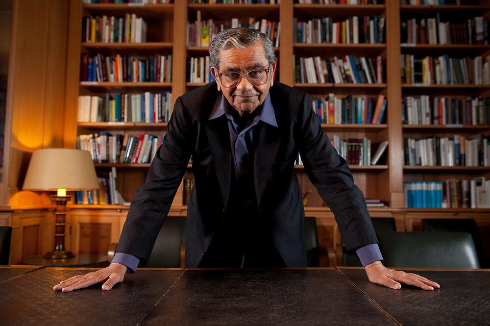31 MAY 2010, BERLIN/GERMANY:<br /> Jagdish Natwarlal Bhagwati, indischer Oekonom und Professor fuer Politik und Wirtschaft an der Columbia University, nach einem Interview, Bibiothek der American Academy<br /> IMAGE: 20100531-02-105<br /> KEYWORDS: Jagdish Bhagwati, Ökonom
