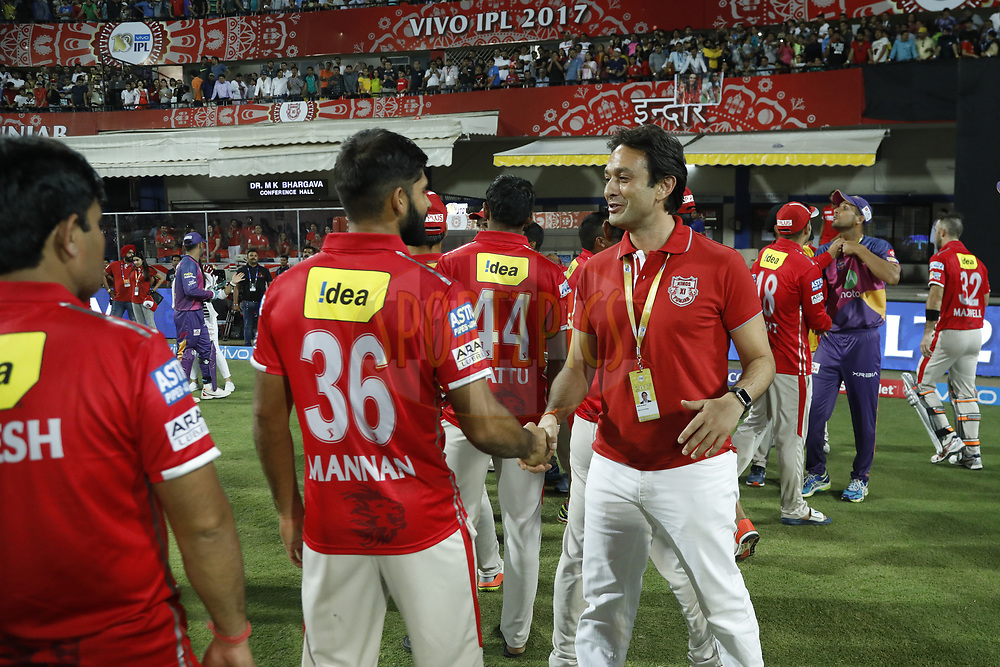 Ness Wadia owner of Kings XI Punjab with meet with players after the  match 4 of the Vivo 2017 Indian Premier League between the Kings X1 Punjab and the rising Pune Supergiant held at the Holkar Cricket Stadium in Indore, India on the 8th April 2017<br /> <br /> Photo by Arjun Singh - IPL - Sportzpics