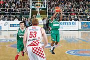 DESCRIZIONE : Avellino Lega A 2015-16 Play Off Gara 1 Sidigas Avellino Giorgio Tesi Group Pistoia <br /> GIOCATORE : Marques Green<br /> CATEGORIA : tiro tre punti<br /> SQUADRA : Sidigas Avellino <br /> EVENTO : Campionato Lega A 2015-2016 <br /> GARA : Sidigas Avellino Giorgio Tesi Group Pistoia<br /> DATA : 07/05/2016<br /> SPORT : Pallacanestro <br /> AUTORE : Agenzia Ciamillo-Castoria/A. De Lise <br /> Galleria : Lega Basket A 2015-2016 <br /> Fotonotizia : Avellino Lega A 2015-16 Play Off Gara 1 Sidigas Avellino Giorgio Tesi Group Pistoia