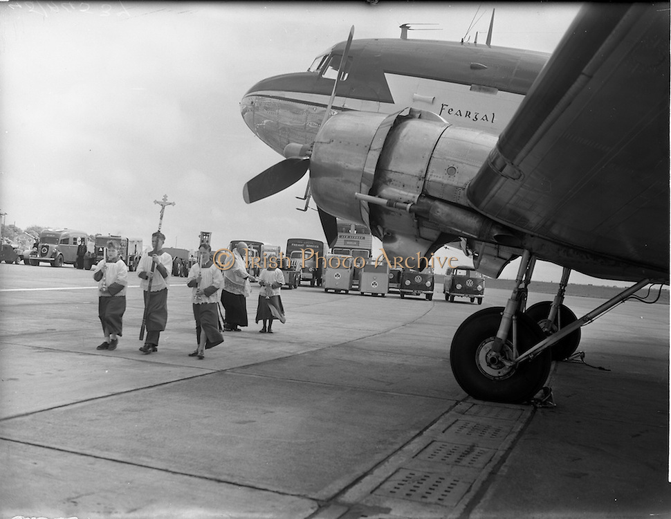 "27/05/1956<br /> 05/27/1956<br /> 27 May 1956<br /> Blessing of the Aer Lingus fleet at Dublin Airport. Priest blessing the DC3 ""Feargal"". Note the Aer Lingus motor pool in the background including buses and, ambulance and Volkswagen vans."