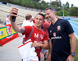 LOS ANGELES, USA - Saturday, May 26, 2018: Wales' manager Ryan Giggs meets supporters after a training session at the UCLA Drake Track and Field Stadium ahead of the International friendly match against Mexico. (Pic by David Rawcliffe/Propaganda)