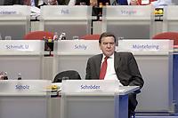18 NOV 2003, BOCHUM/GERMANY:<br /> Gerhard Schroeder, SPD, Bundeskanzler, SPD Bundesparteitag, Ruhr-Congress-Zentrum<br /> IMAGE: 20031119-01-020<br /> KEYWORDS: Gerhard Schröder, Parteitag, party congress, einsam