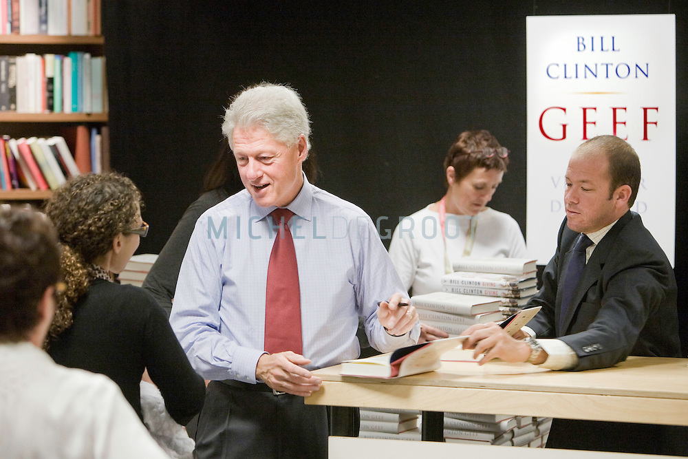 Former US president Bill Clinton is signing Dutch copies of his book 'Geef' (Giving) on October 3, 2007 in a bookstore in Rotterdam, The Netherlands.