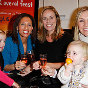 NLD/Amsterdam/20111123 - Boekpresentatie Maureen du Toit ' Altijd & overal feest', Maureen du Toit met Gallyon van Vessem en Selma van Dijk