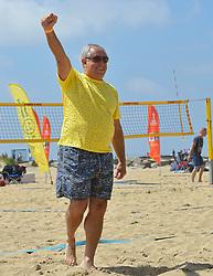 20150627 NED: WK Beachvolleybal day 2, Scheveningen<br /> Nederland heeft er sinds zaterdagmiddag een vermelding in het Guinness World Records bij. Op het zonnige strand van Scheveningen werd het officiële wereldrecord 'grootste beachvolleybaltoernooi ter wereld' verbroken. Maar liefst 2355 beachvolleyballers kwamen zaterdag tegelijkertijd in actie / FIVB President Dr. Ary S. Graca