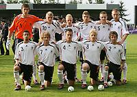 Fotball<br /> UEFA U17 Championships<br /> 04.05.2007<br /> Tyskland<br /> Foto: Imago/Digitalsport<br /> NORWAY ONLY<br /> <br /> Mannschaftsfoto Deutschland U17, hi. v.li.: Torwart Fabian Giefer, Toni Kroos, Sascha Bigalke, Kevin Wolze, Konstantin Rausch und Marvin Knoll, vorn v.li.: Nils Teixeira, Henning Sauerbier, Marvin Pachan, Patrick Funk und Markus Untch<br /> <br /> Lagbilde Tyskland