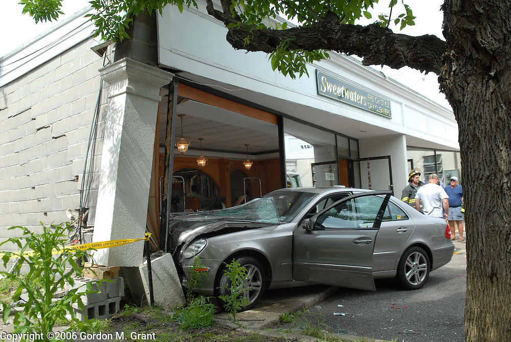 Wainscott, NY - 6/12/06 - Car accident into Sweetwaters Dry Cleaners in Wainscott Monday afternoon in Wainscott, NY June 12, 2006. two injuries.    (Photo by Gordon M. Grant)