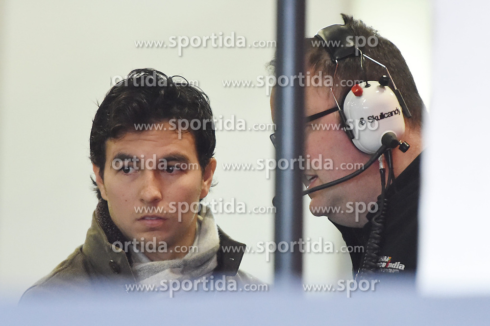 27.02.2015, Circuit de Catalunya, Barcelona, ESP, FIA, Formel 1, Testfahrten, Barcelona, Tag 2, im Bild (L to R): Sergio Perez (MEX) Force India and Tom McCullough (GBR) Force India Engineer // during the Formula One Testdrives, day two at the Circuit de Catalunya in Barcelona, Spain on 2015/02/27. EXPA Pictures &copy; 2015, PhotoCredit: EXPA/ Sutton Images/ Mark Images<br /> <br /> *****ATTENTION - for AUT, SLO, CRO, SRB, BIH, MAZ only*****