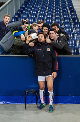 20.10.2016, Red Bull Arena, Salzburg, AUT, UEFA EL, FC Red Bull Salzburg vs OGC Nizza, Gruppe I, im Bild Paul Baysse (OGC Nice) macht einen Selfie fans // Paul Baysse (OGC Nice) Makes a Selfie with fans during the UEFA Europa League group I match between FC Red Bull Salzburg and OGC Nizza at the Red Bull Arena in Salzburg, Austria on 2016/10/20. EXPA Pictures © 2016, PhotoCredit: EXPA/ JFK