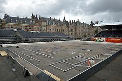 23-06-2015 NED: WK Beachvolleybal Persconferentie, Den Haag<br /> Het centercourt op de Hofvijver wordt vannacht met zand gevuld