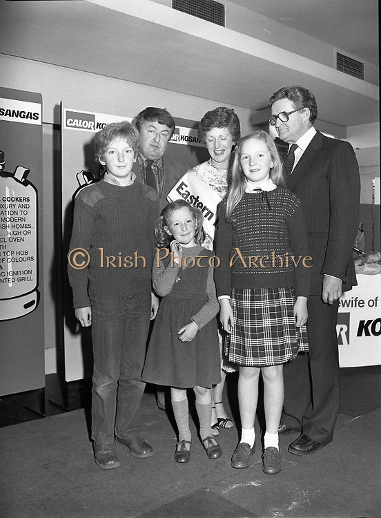 "Calor Kosangas Housewife of the Year - Dublin Regional Final.26/10/1982  26.10.1982..""Calor Kosangas Housewife Of The Year 1982"". Dublin Regional Final..The final was held in the Gresham Hotel,O'Connell St,Dublin. The winner was Mrs.,Deirdre Ryan,Derrypatrick,Drumree,Co Meath..Deirdre's proud family,husband ,daughters, Aishling, Sarah and son Graham. Also in the photograph, Mr Val Gunning,Director Calor Kosangas"