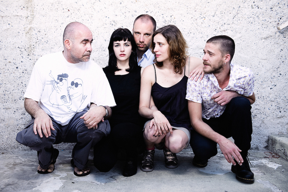 Kynodontas (Canine / Dogtooth)'s actors Christos Stergioglou, Mary Tsoni, Aggeliki Papoulia and Christos Passalis with director Yorgos LANTHIMOS at the 62th Cannes Film Festival. France. 19 May 2009. Photo: Antoine Doyen