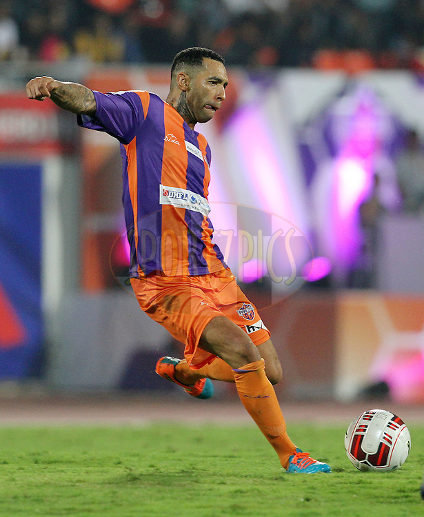Jermaine Pennant of FC Pune City on the attack during match 44 of the Hero Indian Super League between FC Pune City and Atletico de Kolkata FC held at the Shree Shiv Chhatrapati Sports Complex Stadium, Pune, India on the 29th November 2014.<br /> <br /> Photo by:  Vipin Pawar/ ISL/ SPORTZPICS