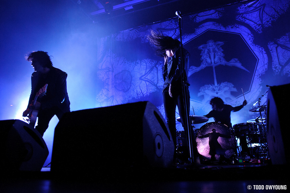 Photos of The Dead Weather performing at the Pageant in St. Louis on April 24, 2010. © Todd Owyoung.