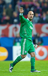 MADRID, SPAIN - Wednesday, October 22, 2008: Liverpool's goalkeeper Pepe Reina waves to the fans after his side's 1-1 draw with Club Atletico de Madrid during the UEFA Champions League Group D match at the Vicente Calderon. (Photo by David Rawcliffe/Propaganda)