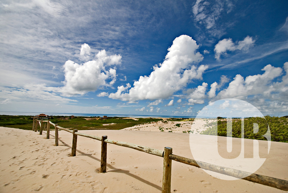 """Dunas de Itaúnas (Paisagem) fotografado em Conceição da Barra, Espírito Santo -  Sudeste do Brasil. Bioma Mata Atlântica. Registro feito em 2010.<br /> <br /> <br /> <br /> ENGLISH: Itaunas dunes  photographed in Conceicao da Barra, Espírito Santo - Southeast of Brazil. Atlantic Forest Biome. Picture made in 2010."""