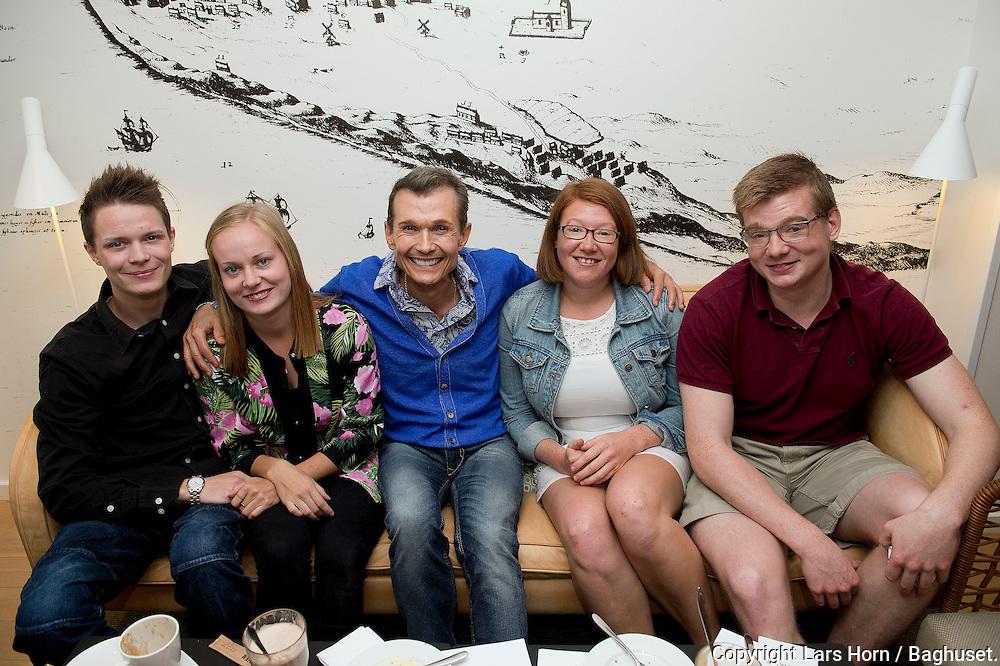 Sommer i Skagen Ole Henriksen og niecer og Nev&oslash;er<br /> Fra venstre: Kasper, Johanna (k&aelig;reste med Kasper ) , Anne og Hans<br />  15.07.14<br /> Foto:  Lars Horn / Baghuset