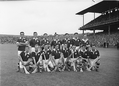 Neg no: A444/9455-9462..28071957AISHCSF..28.07.1957, 07.28.1957, 28th July 1957..Galway Team...Ireland Senior Hurling Championship - Semi-Final..Waterford.04-12..Galway.00-11..