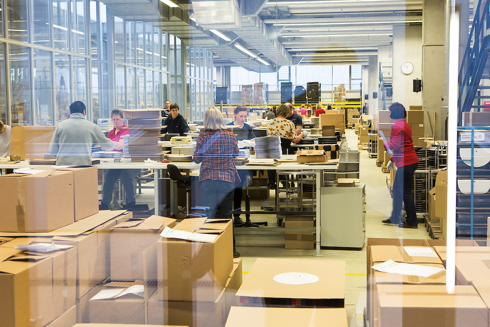 Germany - Deutschland - Optimal Media GmbH - Vinyl Schallplatten Pressung, Fertigung, Produktion; Vinyl Record Pressing - the biggest factory in Germany for record production; HERE: Packaging;       Roebel, 11.12.14; © Christian Jungeblodt