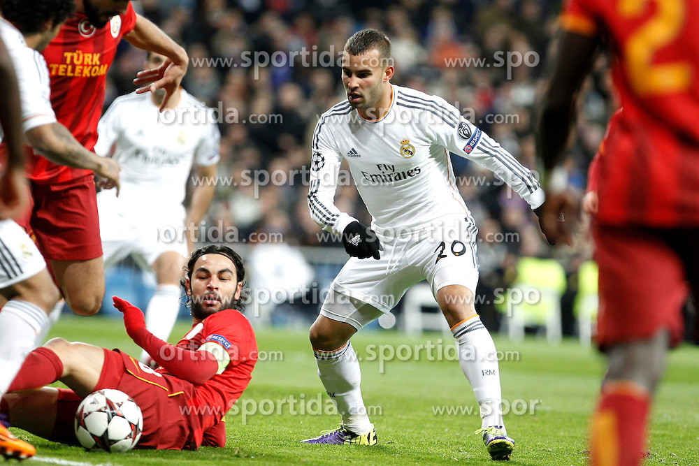 27.11.2013, Santiago Bernabeu, Madrid, ESP, UEFA CL, Real Madrid vs Galatasaray Istanbul, Gruppe B, im Bild Real Madrid&acute;s Jese Rodriguez (C) and Galatasaray&acute;s Selcuk Inan // Real Madrid&acute;s Jese Rodriguez (C) and Galatasaray&acute;s Selcuk Inan during UEFA Champions League group B match between Real Madrid vs Galatasaray Istanbul at the Santiago Bernabeu in Madrid, Spain on 2013/11/28. EXPA Pictures &copy; 2013, PhotoCredit: EXPA/ Alterphotos/ Victor Blanco<br /> <br /> *****ATTENTION - OUT of ESP, SUI*****