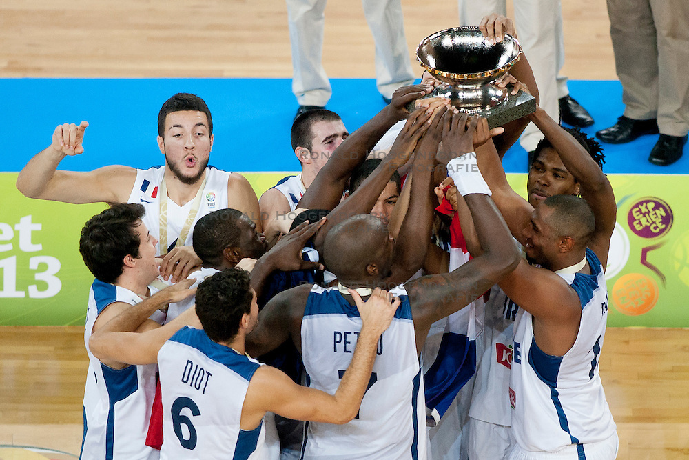 22-09-2013 BASKETBAL: EK FINALE FRANKRIJK - LITOUWEN: LJUBLJANA<br /> Team France celebrate win in Eurobasket 2013 after basketball match between national team of France and Lithuania<br /> ***NETHERLANDS ONLY***<br /> &copy;2012-FotoHoogendoorn.nl