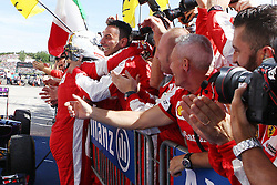 26.07.2015, Hungaroring, Budapest, HUN, FIA, Formel 1, Grand Prix von Ungarn, das Rennen, im Bild Sebastian Vettel (Scuderia Ferrari) jubelt mit seinen Mechanikern nach dem Sieg // during the race of the Hungarian Formula One Grand Prix at the Hungaroring in Budapest, Hungary on 2015/07/26. EXPA Pictures &copy; 2015, PhotoCredit: EXPA/ Eibner-Pressefoto/ Bermel<br /> <br /> *****ATTENTION - OUT of GER*****