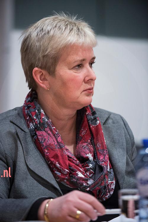 17december2013 Nederland, vriezenveen Annie Ribberink-Bosch FunctieRaadslid CDA<br /> AdresBosweg 8<br /> 7681 GJ   Vroomshoop<br /> E-mail adresa.ribberink@twenterand.nl<br /> Hoofd- en nevenfunctie(s)<br /> <br /> Hoofdfunctie: Accountmanager Benefit