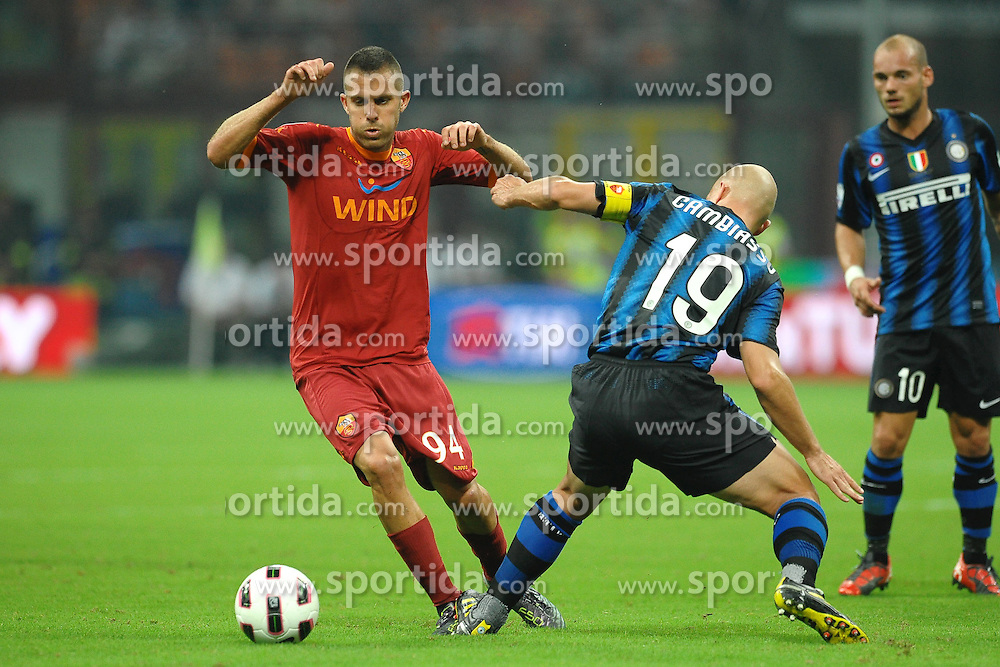 21.08.2010, Stadio Giuseppe Meazza, Mailand, ITA, Supercoppa Italiana 2010., Inter Mailand vs AS Rom, im Bild Jeremy MENEZ Roma, Esteban CAMBIASSO Inter.EXPA Pictures © 2010, PhotoCredit: EXPA/ InsideFoto/ Andrea Staccioli +++++ ATTENTION - FOR AUSTRIA AND SLOVENIA CLIENT ONLY +++++... / SPORTIDA PHOTO AGENCY