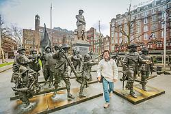 Estátuas de Rembrandt e as vigílias da noite no Rembrandtplein, Amsterdam, Holanda, Europa. FOTO: Jefferson Bernardes/ Agência Preview