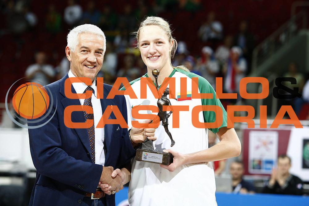 DESCRIZIONE : Riga Latvia Lettonia Eurobasket Women 2009 Qualifying Round Lituania Francia Lithuania France<br /> GIOCATORE : Nar Zanolin Gintare Petronyte<br /> SQUADRA : Lituania Lithuania<br /> EVENTO : Eurobasket Women 2009 Campionati Europei Donne 2009 <br /> GARA : Lituania Francia Lithuania France<br /> DATA : 12/06/2009 <br /> CATEGORIA : ritratto award<br /> SPORT : Pallacanestro <br /> AUTORE : Agenzia Ciamillo-Castoria/E.Castoria<br /> Galleria : Eurobasket Women 2009 <br /> Fotonotizia : Riga Latvia Lettonia Eurobasket Women 2009 Qualifying Round Lituania Francia Lithuania France<br /> Predefinita :