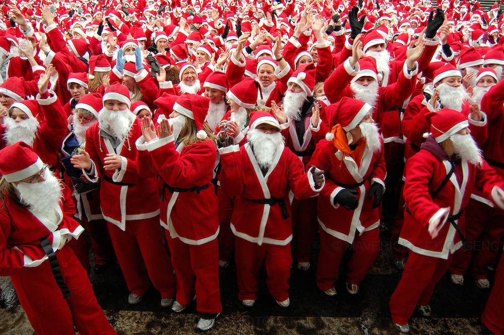 2257 santa's turned out for the Great Santa Run 2006 in Edinburgh's Princess Street gardens.  The event run every year, attracts competitors from around the world.