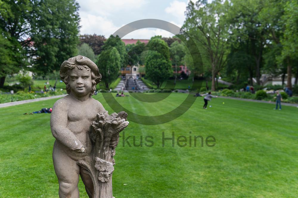 Eine Statute steht im K&ouml;rnerpark am 18.05.2016 in Berlin, Deutschland. Die 1916 fertiggestellte Parkanlage im Stadtteil Neuk&ouml;lln feiert dieses Jahr mit einem 100 t&auml;gigen Fest sein 100 j&auml;hriges Bestehen. Foto: Markus Heine / heineimaging<br /> <br /> ------------------------------<br /> <br /> Ver&ouml;ffentlichung nur mit Fotografennennung, sowie gegen Honorar und Belegexemplar.<br /> <br /> Bankverbindung:<br /> IBAN: DE65660908000004437497<br /> BIC CODE: GENODE61BBB<br /> Badische Beamten Bank Karlsruhe<br /> <br /> USt-IdNr: DE291853306<br /> <br /> Please note:<br /> All rights reserved! Don't publish without copyright!<br /> <br /> Stand: 05.2016<br /> <br /> ------------------------------w&auml;hrend der Buchvorstellung und Podiumsdiskussion: &quot;IS und Al-Qaida&quot; am 18.05.2016 in Berlin, Deutschland. Bei der Podiumsdiskussion beantworten die jordanischen Islamismus-Experten die wichtigsten Fragen nach Unterschieden und Verh&auml;ltnis zwischen dem sogenannten &quot;Islamischen Staat&quot; und dem Al-Qaida-Netzwerk. Foto: Markus Heine / heineimaging<br /> <br /> ------------------------------<br /> <br /> Ver&ouml;ffentlichung nur mit Fotografennennung, sowie gegen Honorar und Belegexemplar.<br /> <br /> Bankverbindung:<br /> IBAN: DE65660908000004437497<br /> BIC CODE: GENODE61BBB<br /> Badische Beamten Bank Karlsruhe<br /> <br /> USt-IdNr: DE291853306<br /> <br /> Please note:<br /> All rights reserved! Don't publish without copyright!<br /> <br /> Stand: 05.2016<br /> <br /> ------------------------------